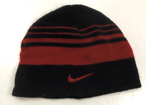 a66be8121a3 Černo-červená pruhovaná čepice s logem Nike